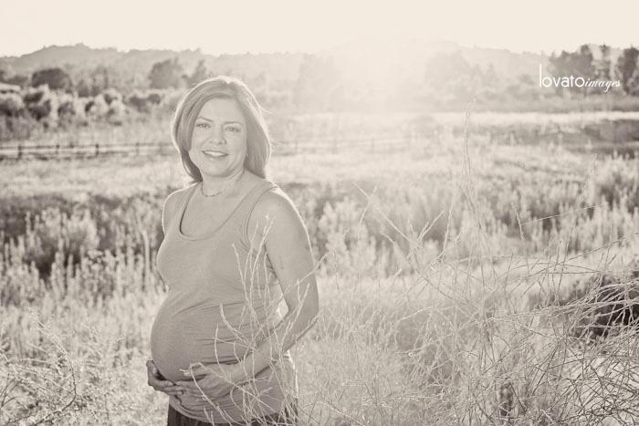 maternity portraits www.lovatoimages.com